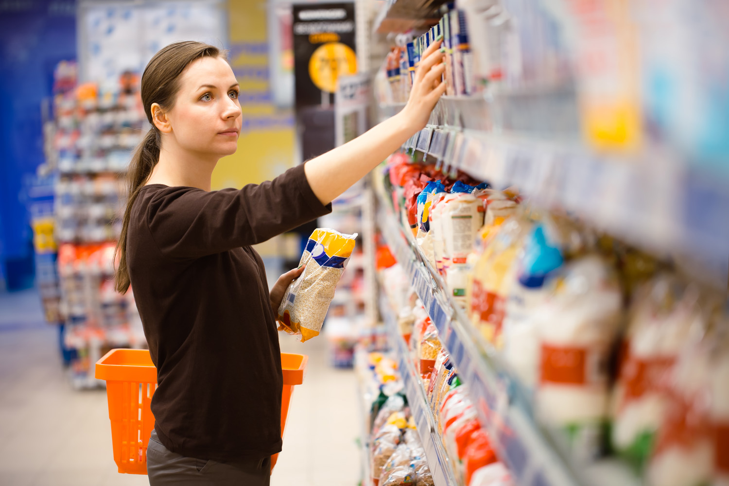 A young girl in a grocery supermarket